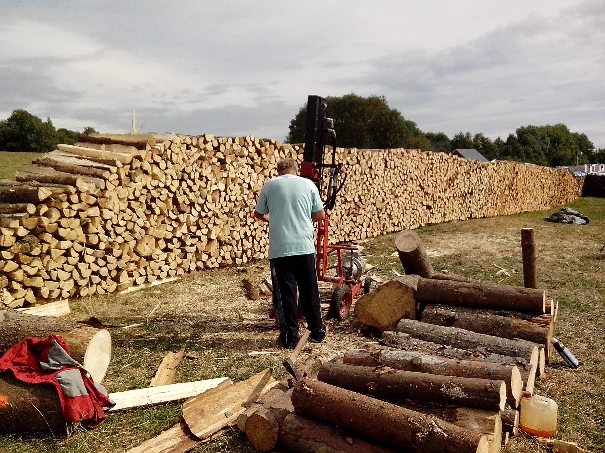 Grafika-uložení dřeva na prodej