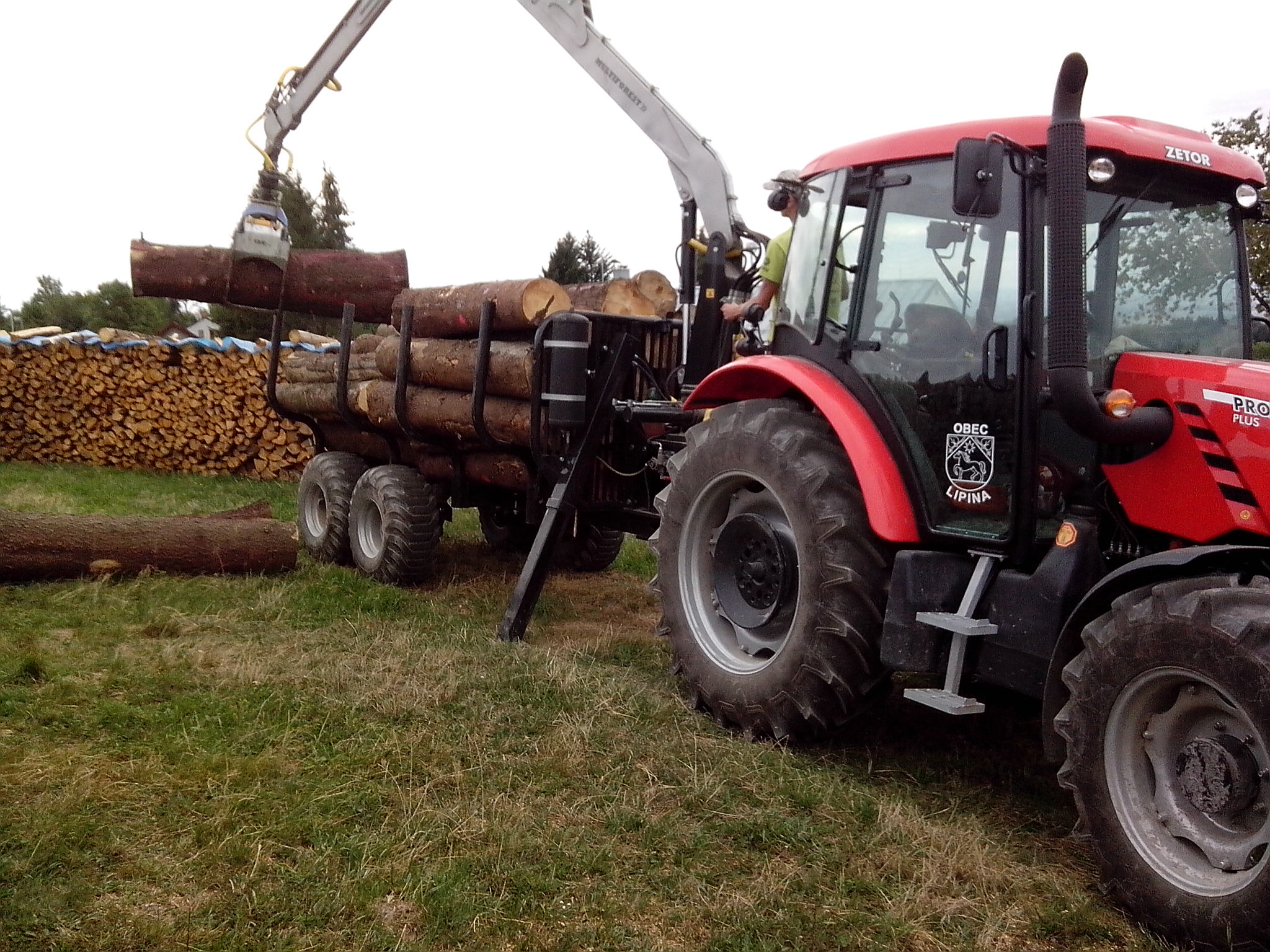 Grafika-svoz dřeva traktorem